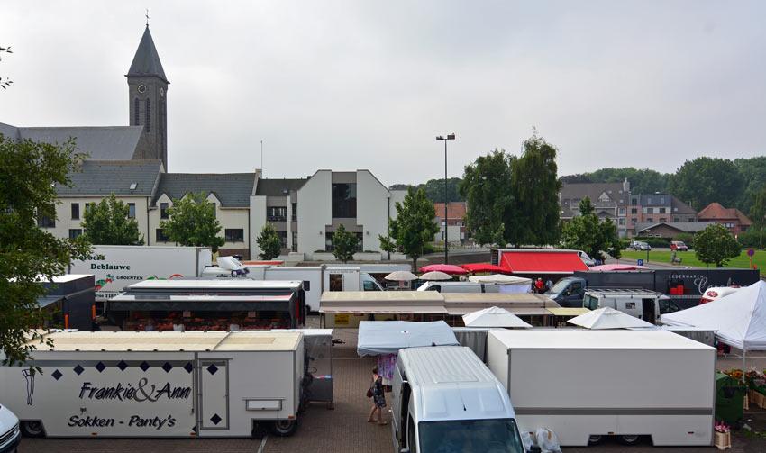 Wekelijkse markt Oostrozebeke vrijdag
