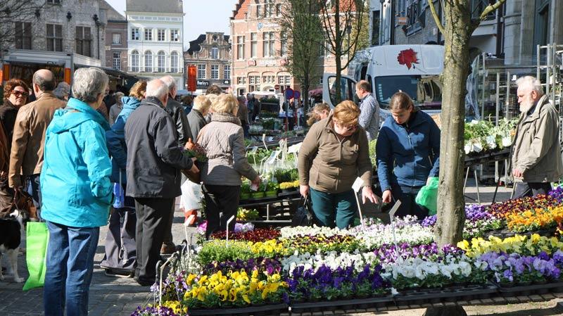 Wekelijkse markt op maandag te Dendermonde